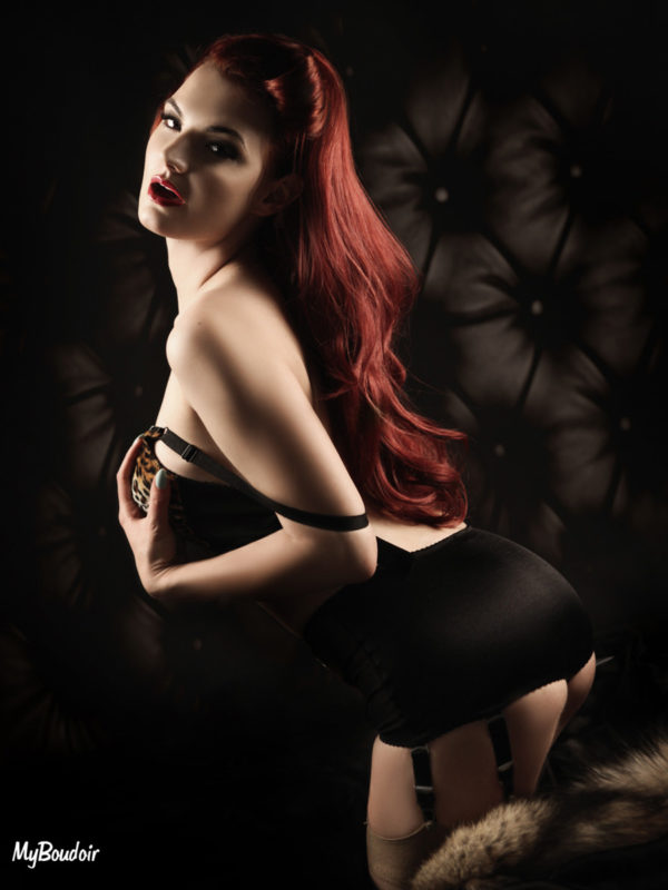 Amber T Model and Burlesque Performer